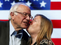 Democratic U.S. presidential candidate Bernie Sanders kisses his wife, Jane O'Meara Sanders, at a rally in Hollywood, Los Angeles, California, United States October 14, 2015. REUTERS/Lucy Nicholson - RTS4IIY
