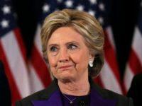 11月10日、米大統領選の民主党候補、ヒラリー・クリントン氏(写真)をホワイトハウスに導くはずだった従来の民主党支持基盤が崩れた背景には、ペンシルベニア州ノーサンプトン郡に暮らすジム・マクアンドリューさんのような有権者が大きな鍵を握っていた。NY市で9日撮影(2016年 ロイター/Carlos Barria)