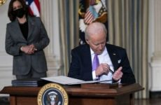 "MUST WATCH: Biden Struggles To Put Pen In His Pocket…Mumbles ""Kiss My Ear"" To Himself Sitting Down To Sign Executive Orders"