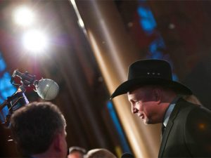 COUNTRY SUPERSTAR GARTH BROOKS PLEDGES UNDYING LOVE AND SUPPORT FOR OBAMA!