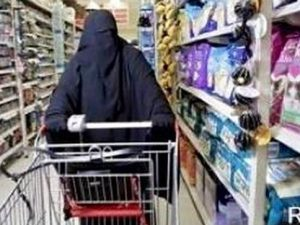 Angry Muslim Confronts Cashier For Wearing U.S. Flag... What Happened Next Had Store Cheering